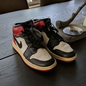 Jordan 1 retro black Toe